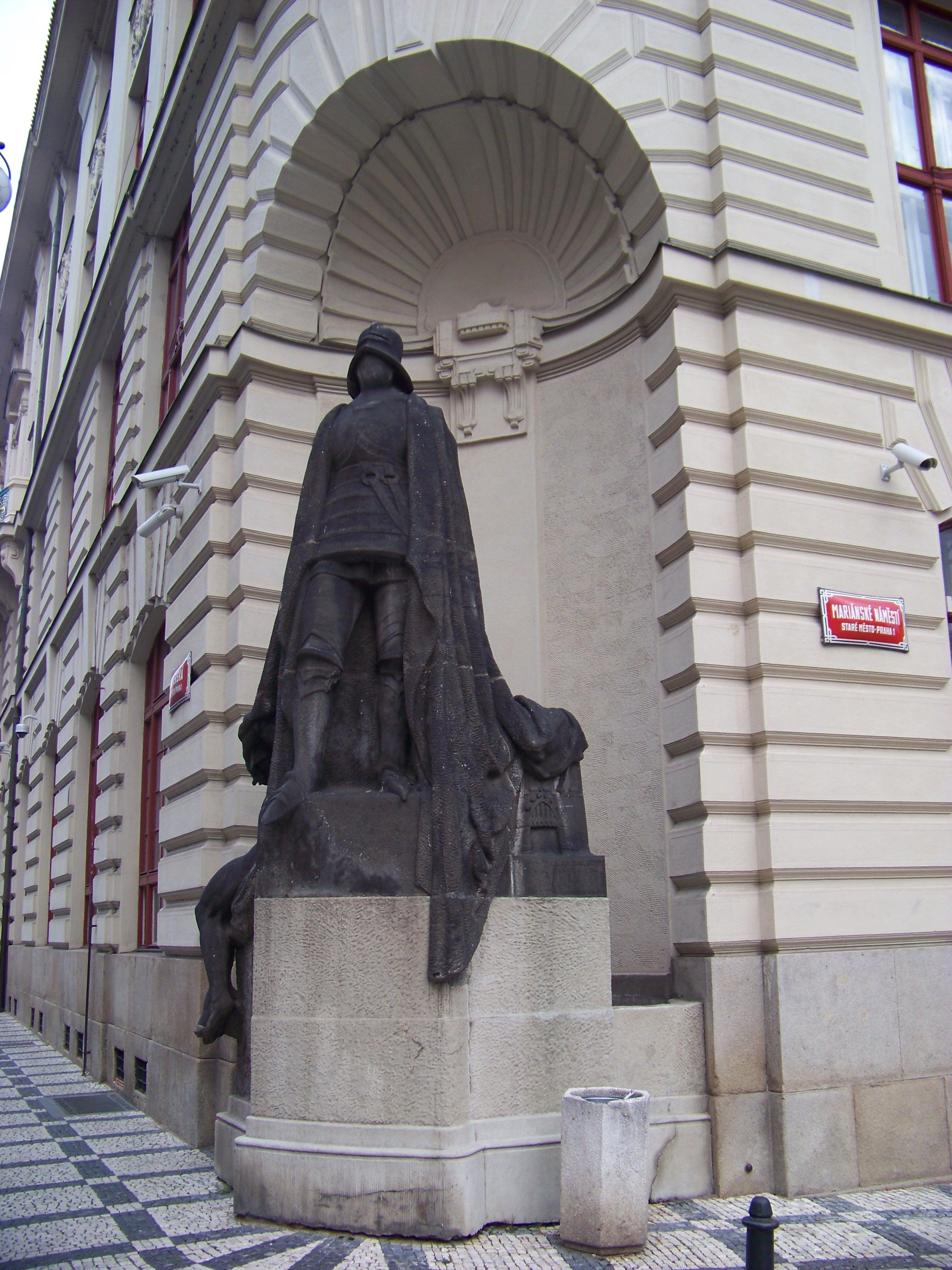 Фигура Железного Рыцаря на Новой ратуше