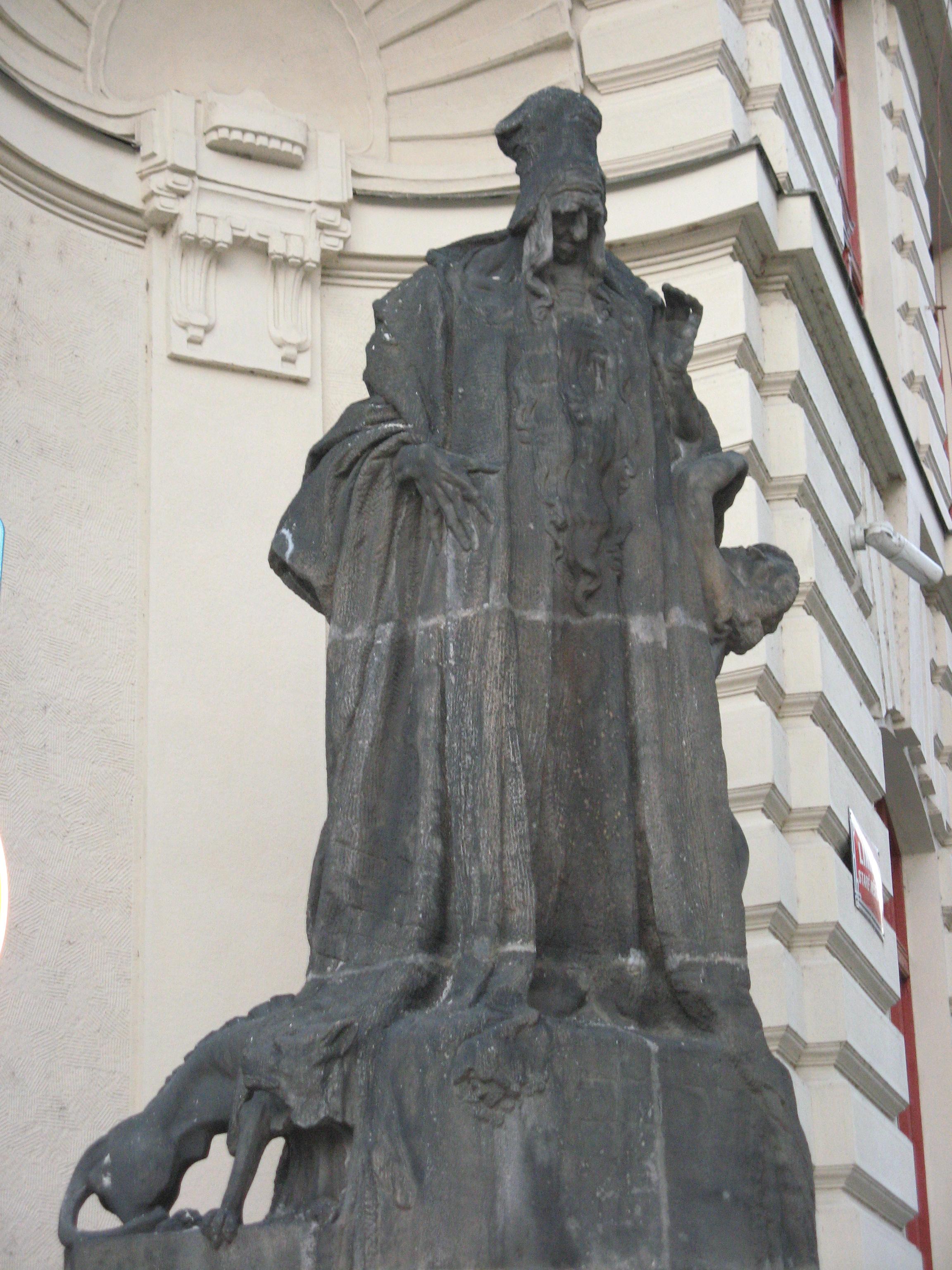 Фигура раввина Лева на Новой ратуше