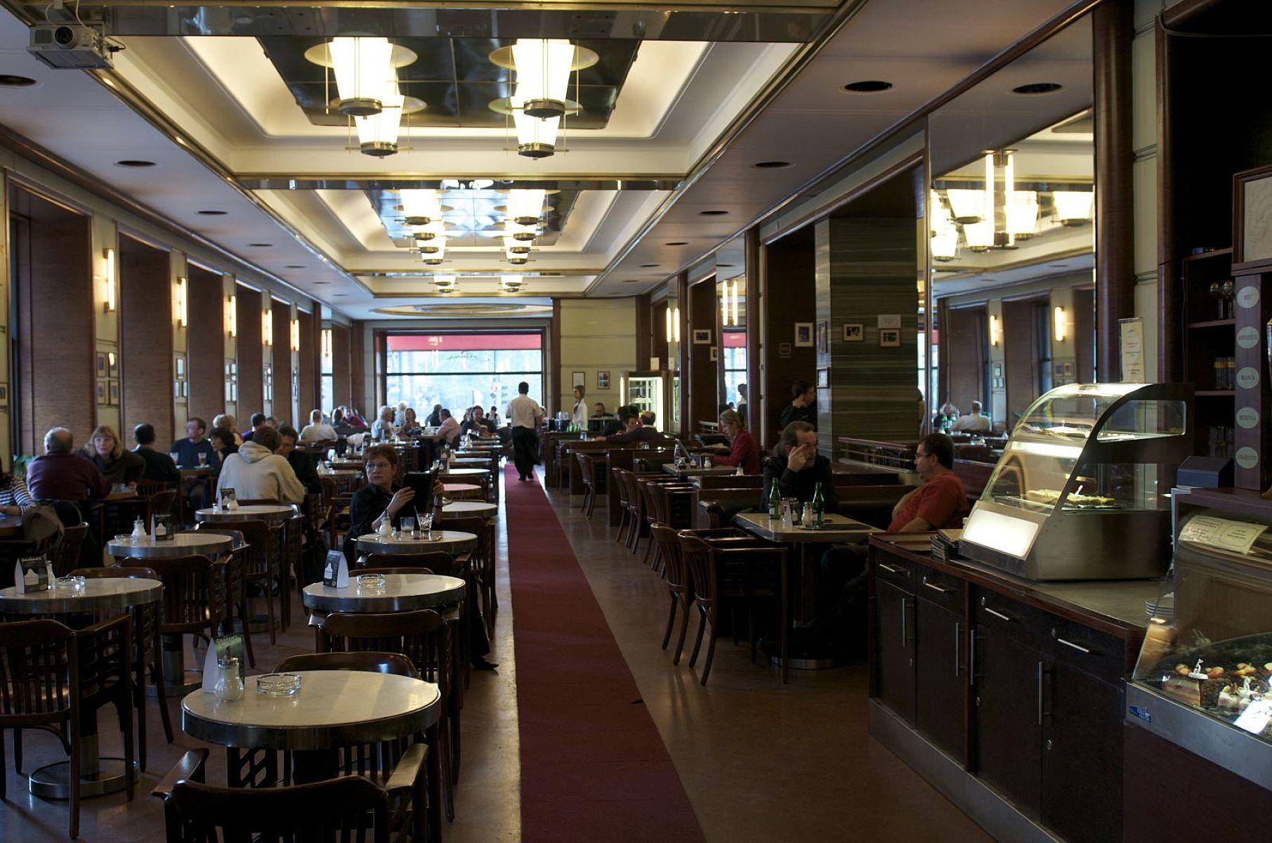 Интерьер кафе Славия