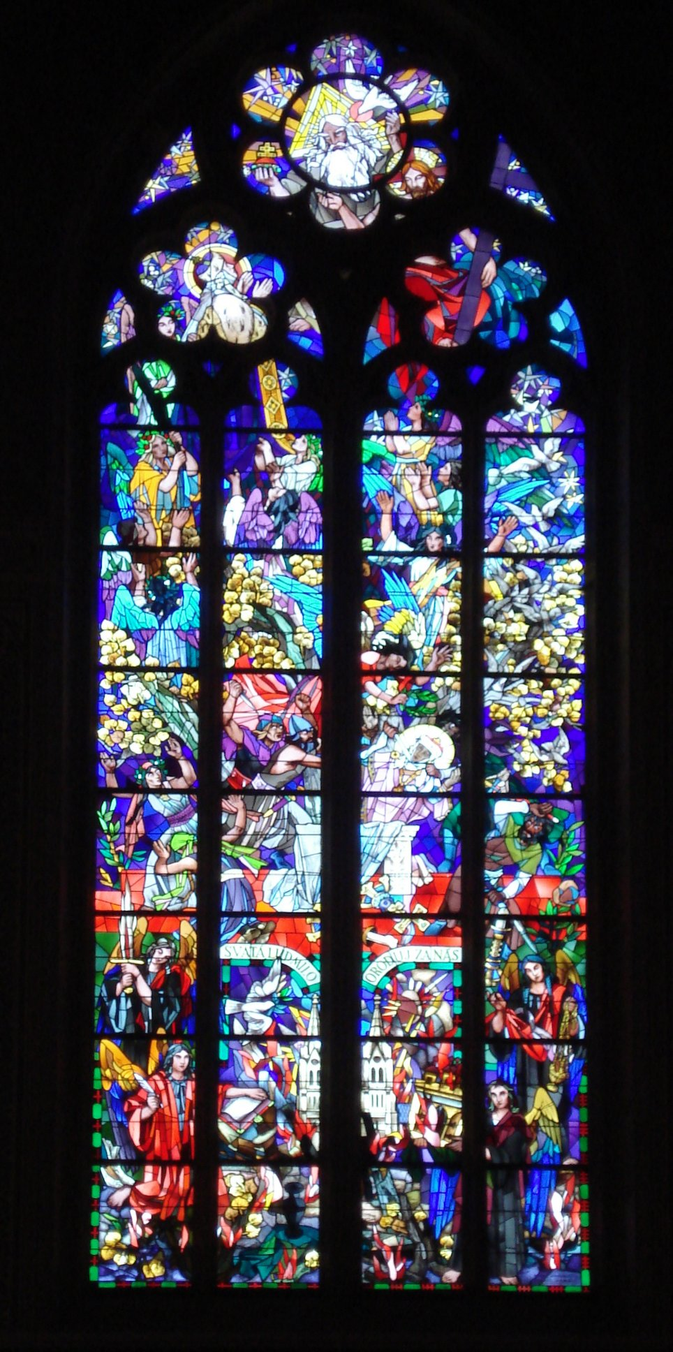 Окно в костеле Святой Людмилы