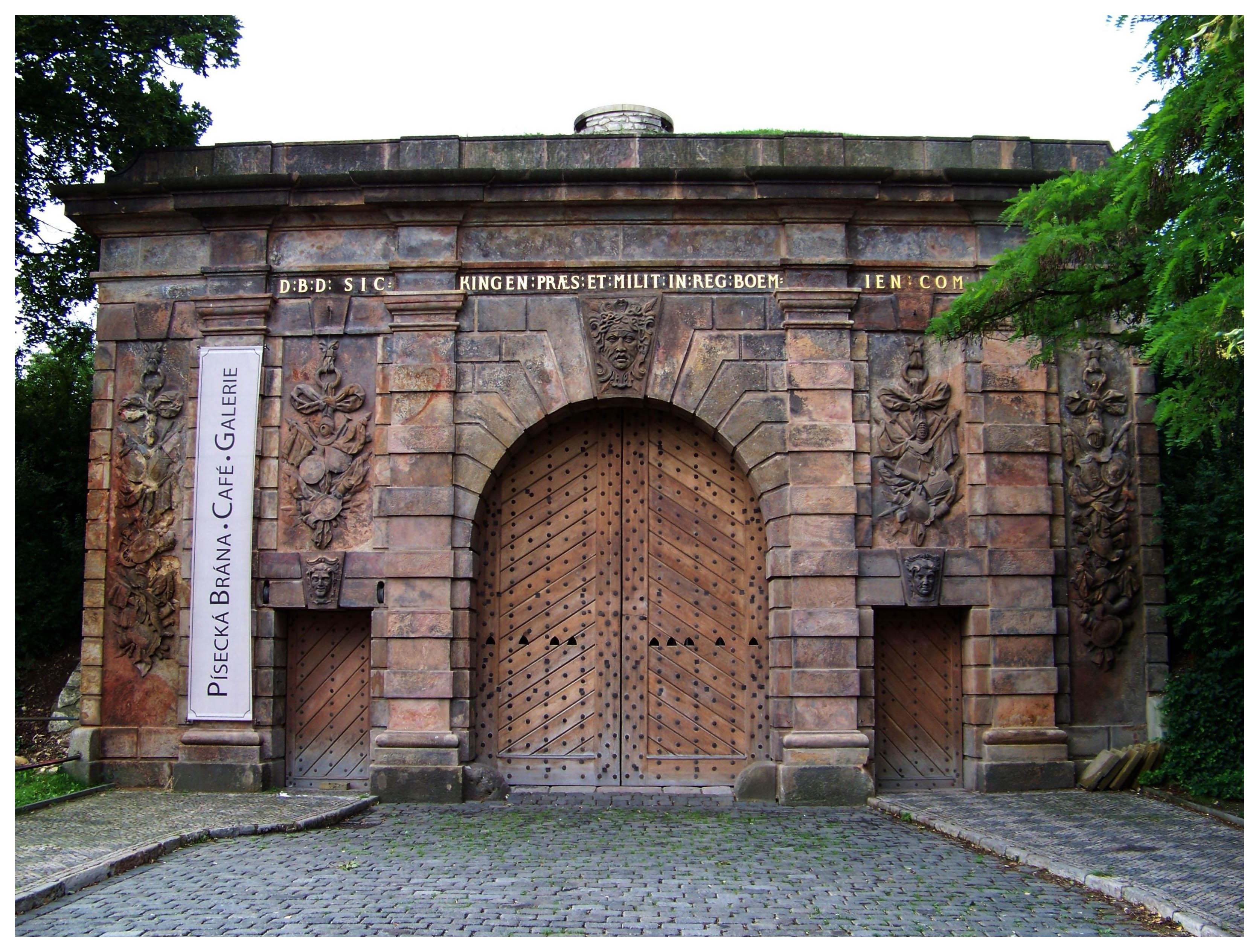 Марианские стены и Писецкие ворота