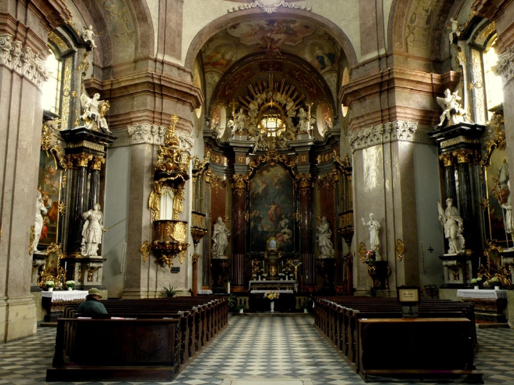 Интерьер костела Иоанна Крестителя в Кромержиже