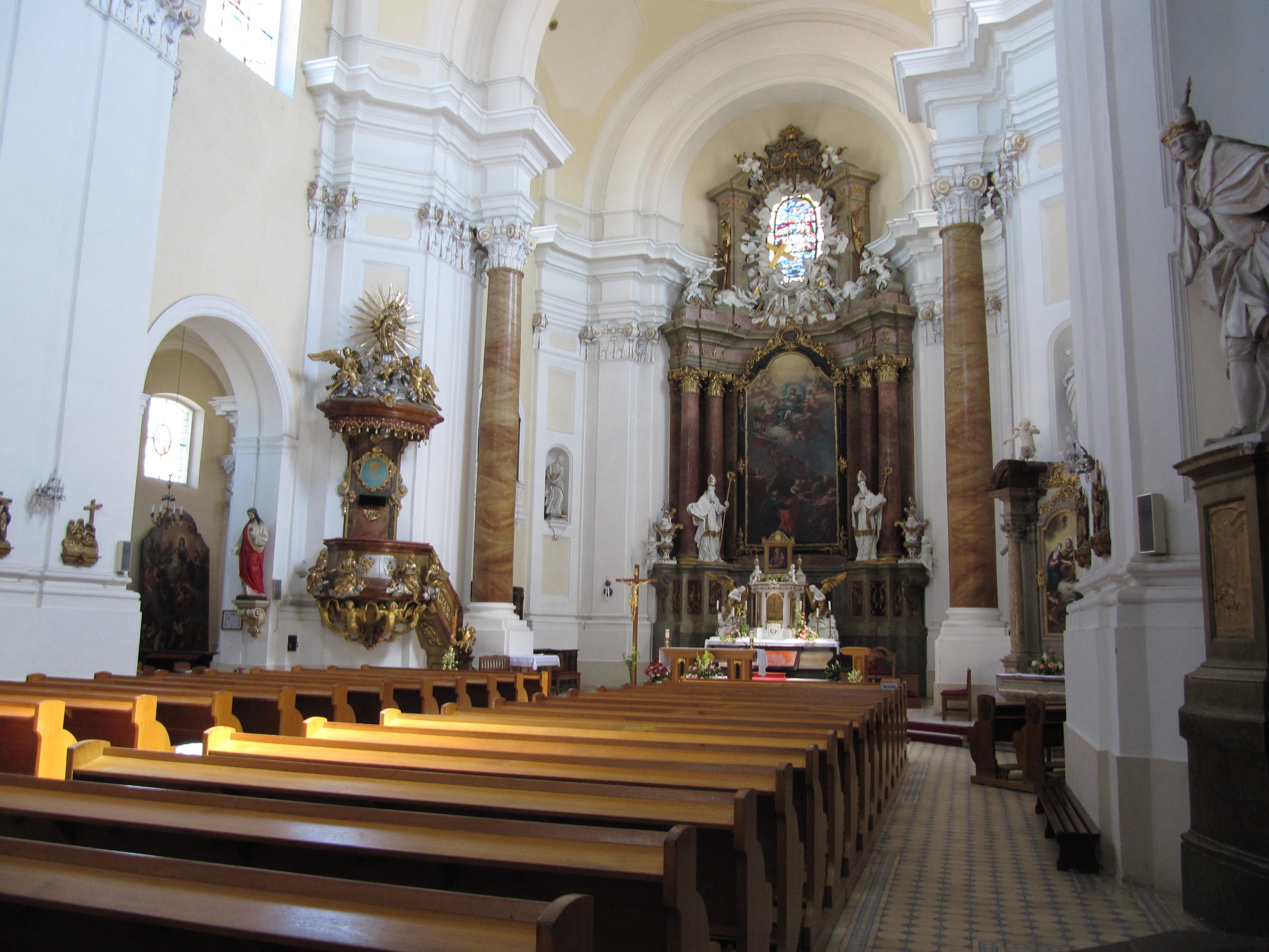 Интерьер костела Вознесения Девы Марии в Кромержиже
