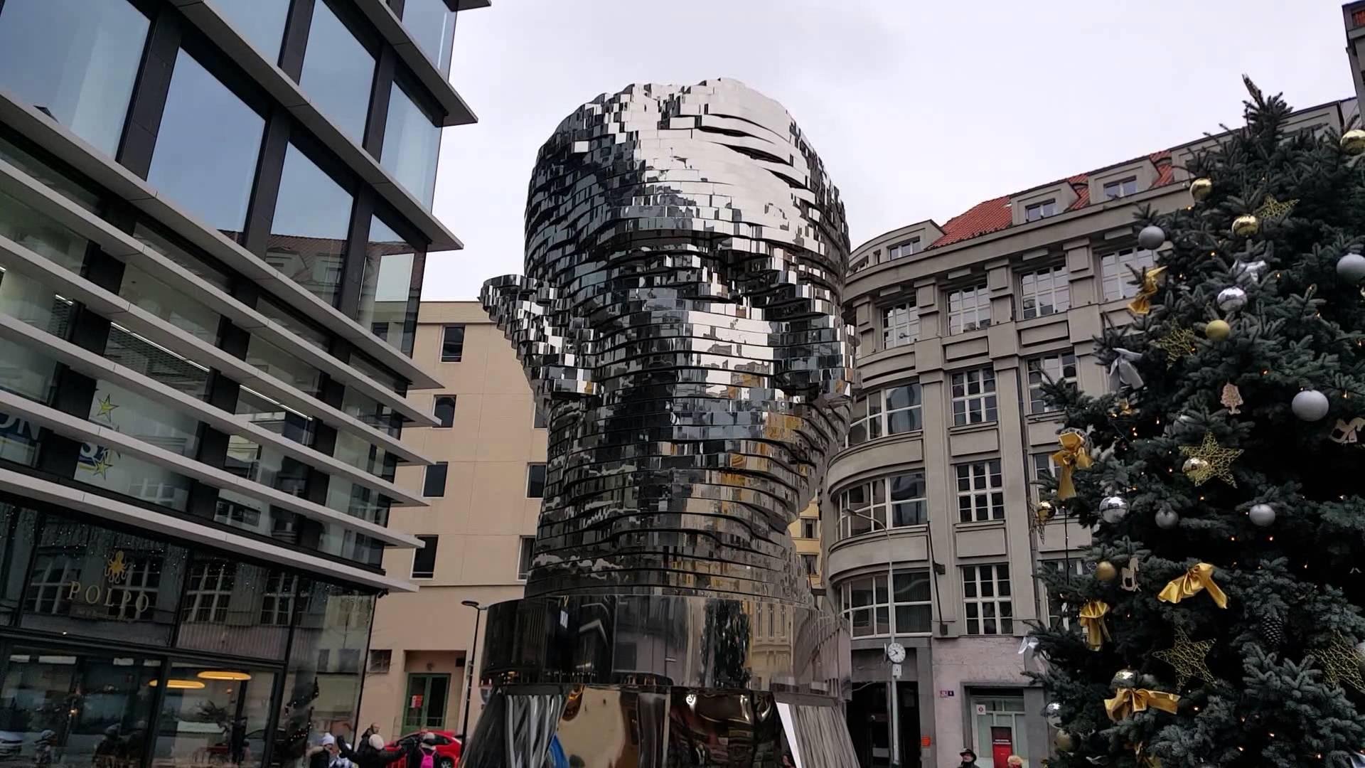 Памятник Францу Кафке работы Давида Черны