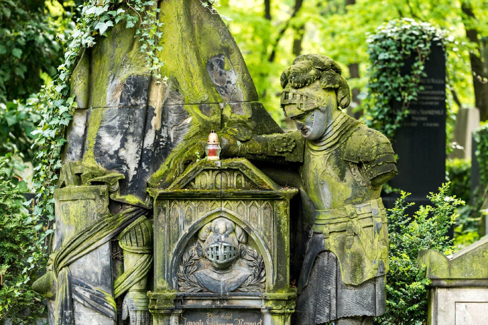 Памятник на Ольшанском кладбище
