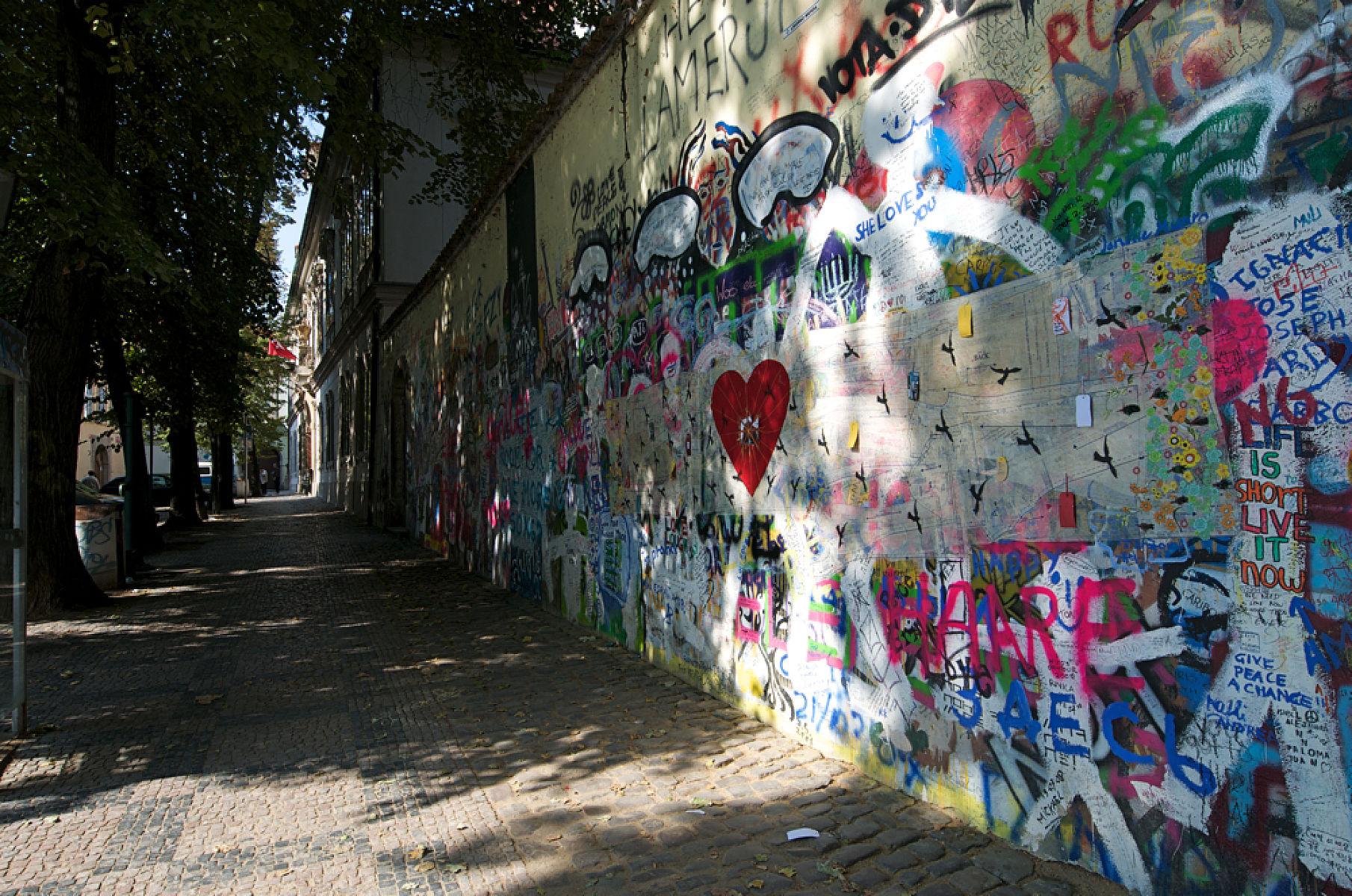 Стена Леннона 2