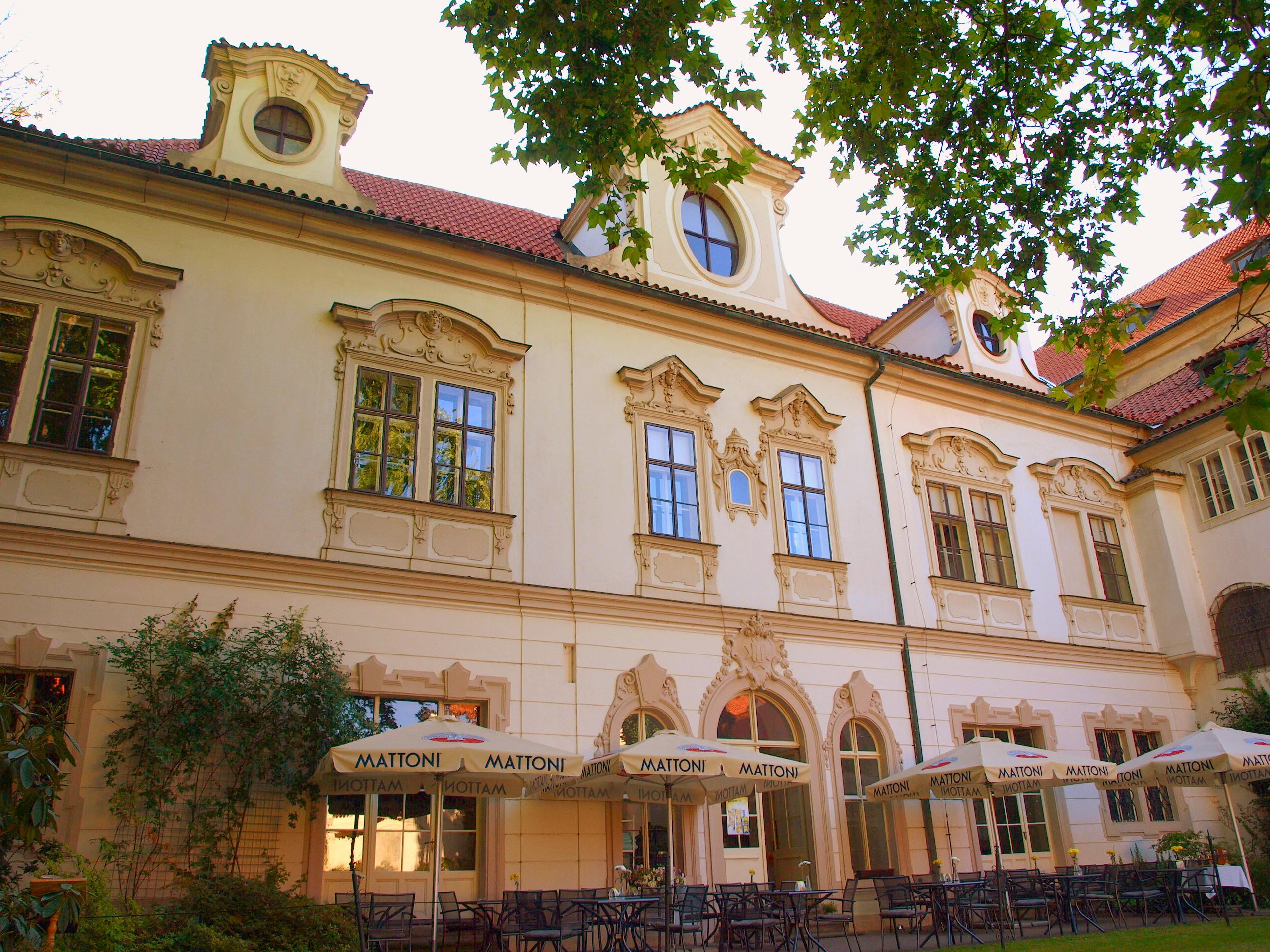 Велкопршеворский дворец