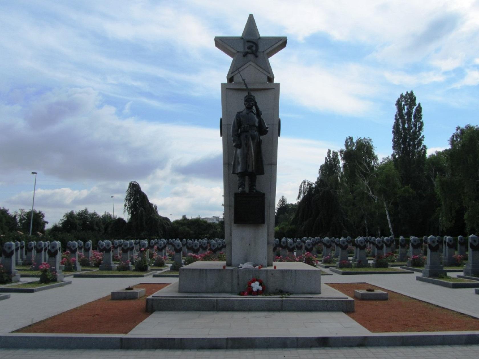 Захоронение солдат Красной Армии на Ольшанском кладбище
