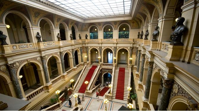 Холл главного здания Национального музея