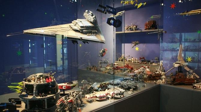 Космическая экспозиция в музее Лего
