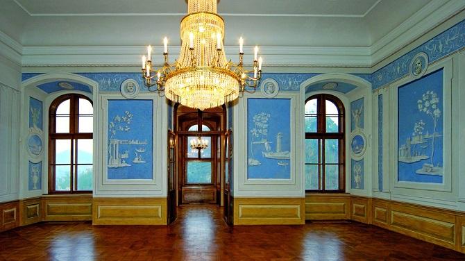 Зал в замке Дечин