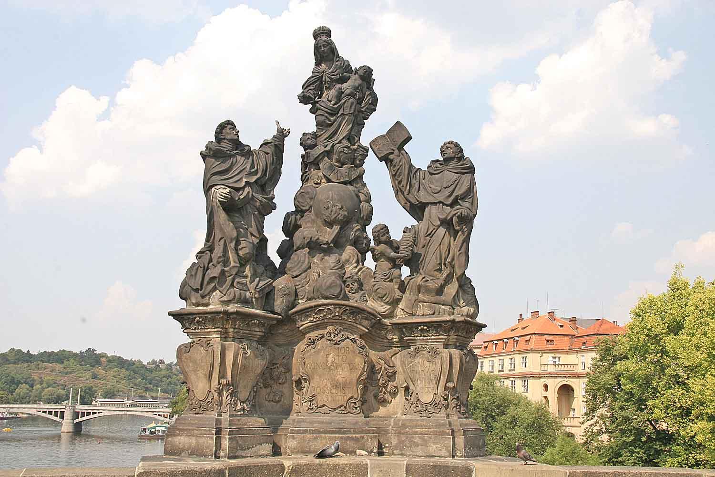 Статуя Мадонны и святого Бернара