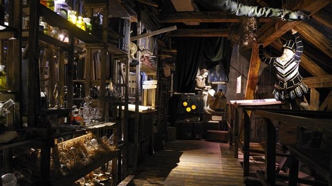 Фигуры Рудольфа и Шекспира в Музее алхимиков