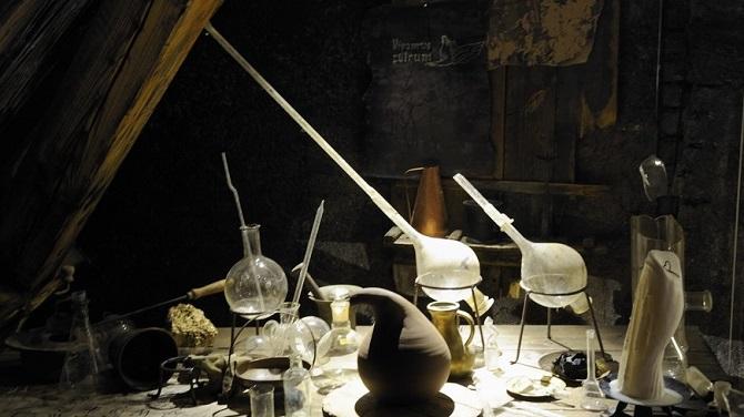 Колбы в Музее алхимиков